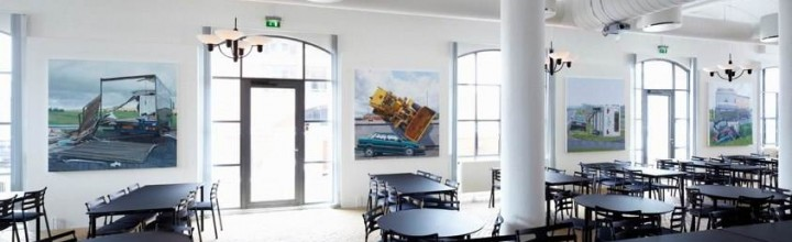 Erhvervs- og Byggestyrelsen | Bold decoration defines image
