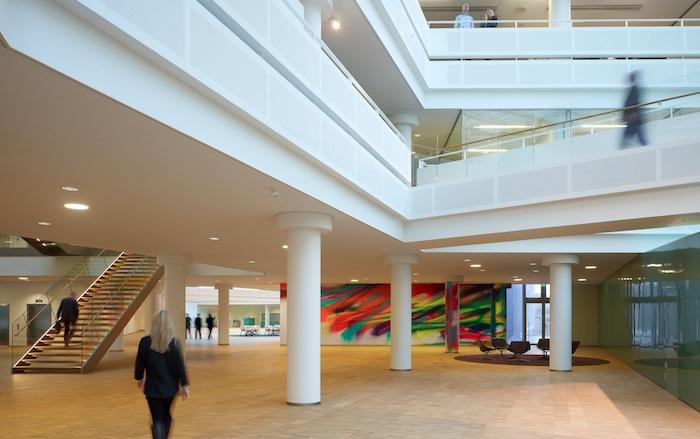 Den internationalt anerkendte Katharina Grosses vægmaleri til KPMGs foyer